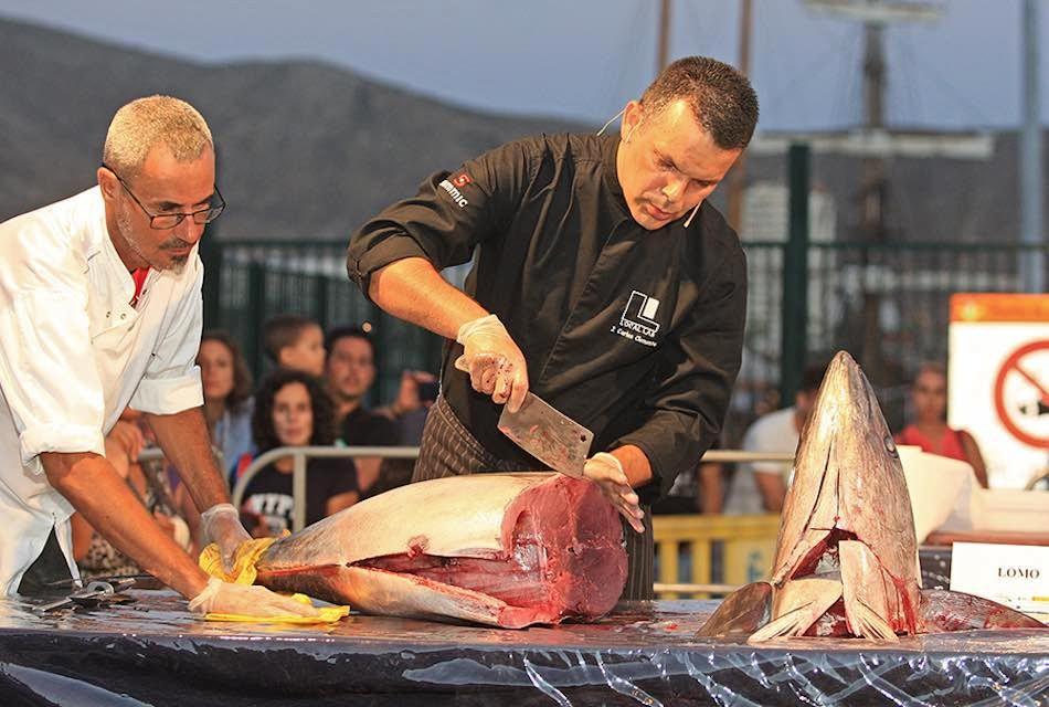 Arona aprueba una subvención a la cofradía de pescadores para activar el punto de venta directa en Los Cristianos